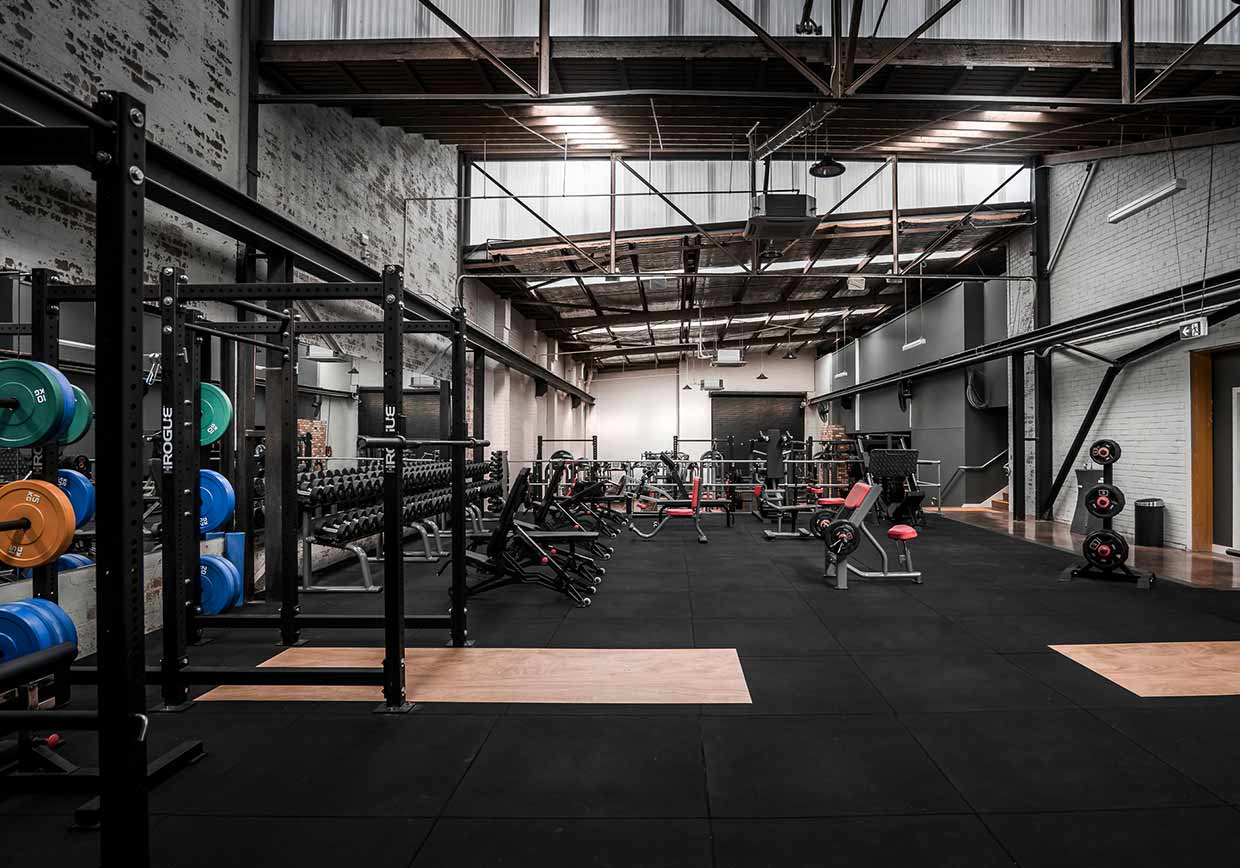 dukes-gym-free-weights-area